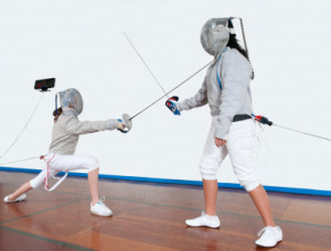 Two_girls_fencing